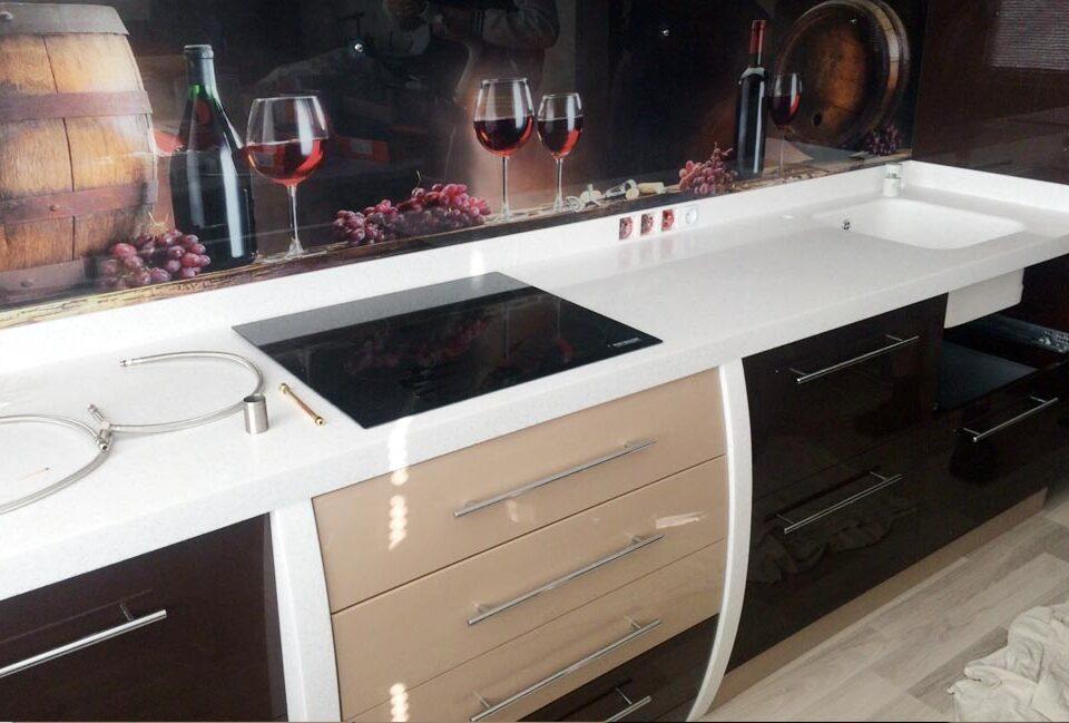 7 960x649 - Белая столешница для кухни из акрилового камня